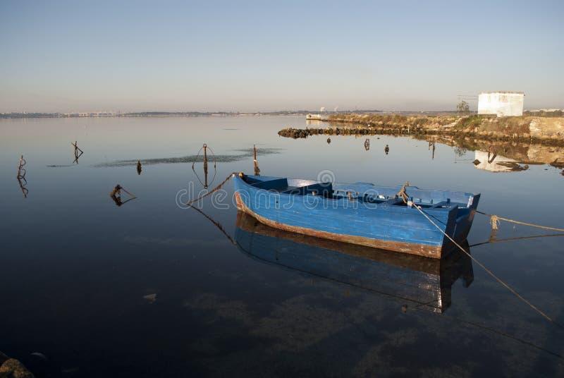 El barco del pescador foto de archivo
