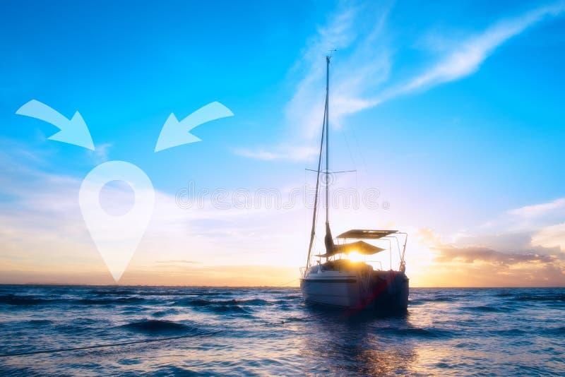 El barco en el mar foto de archivo