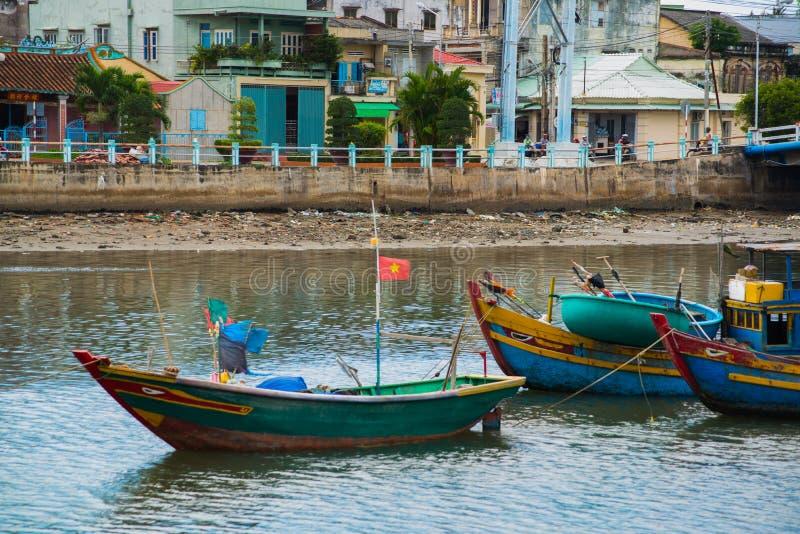 El barco vietnamita tradicional en la cesta formó, Phan Thiet, Vietnam foto de archivo libre de regalías