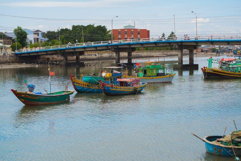 El barco vietnamita tradicional en la cesta formó, Phan Thiet, Vietnam fotografía de archivo