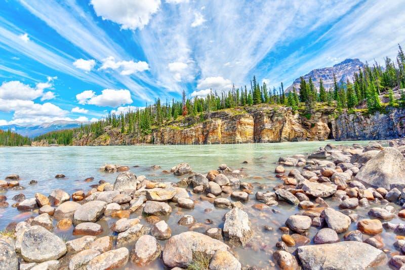 El barranco en Athabasca cae en Jasper National Park, Alberta fotos de archivo