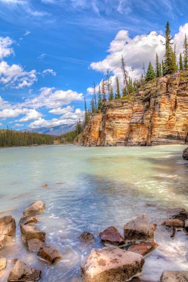El barranco en Athabasca cae en Jasper National Park, Alberta imagenes de archivo
