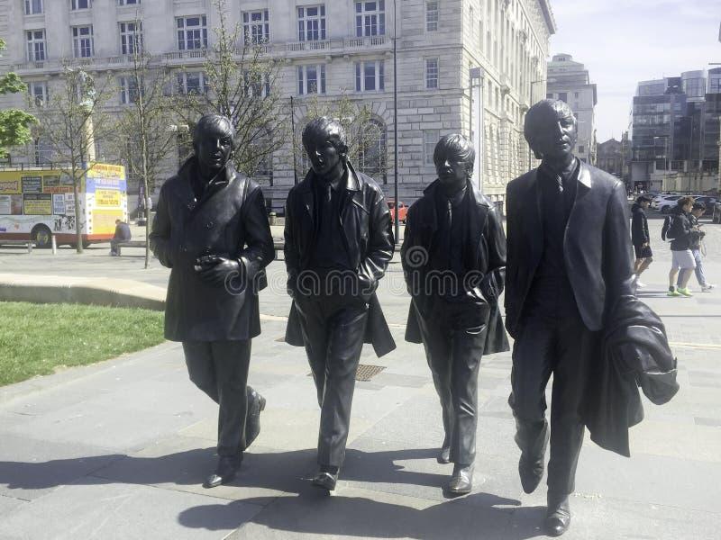 el beatle de tamaño natural en la estatua Liverpool del bronce imagen de archivo