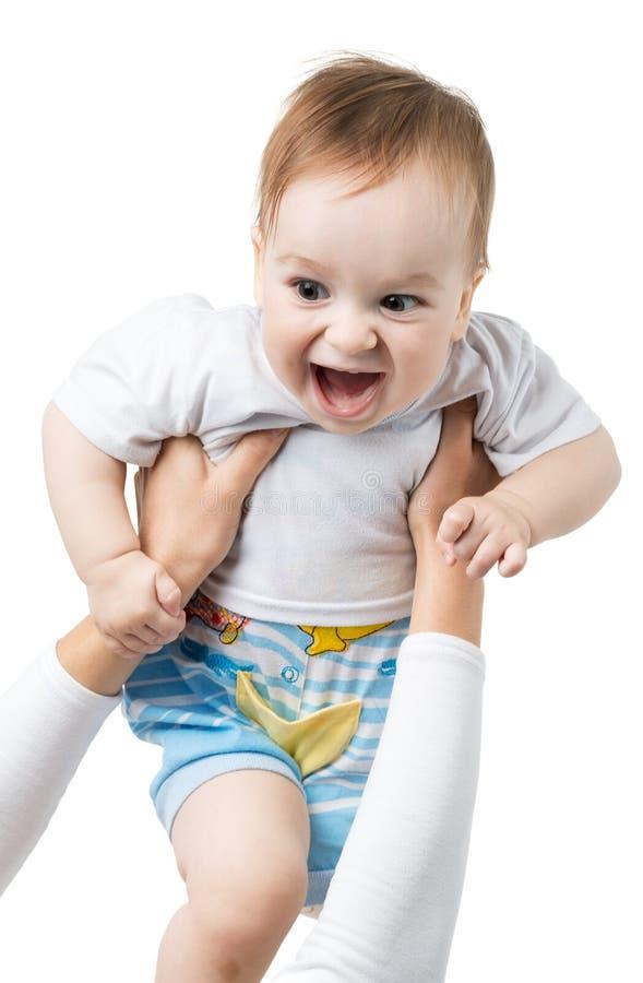 El bebé alegre lanza para arriba en las manos imagenes de archivo