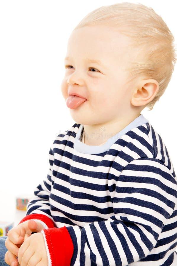 El bebé hermoso muestra el lenguaje foto de archivo libre de regalías