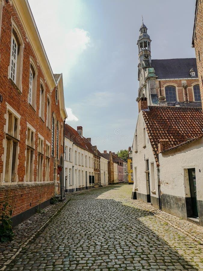 El beguinage y la iglesia del ` s de St Margaret en Lier, Bélgica fotos de archivo libres de regalías