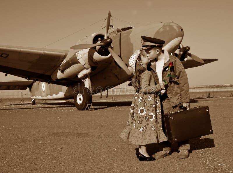 El besarse adiós fotos de archivo libres de regalías