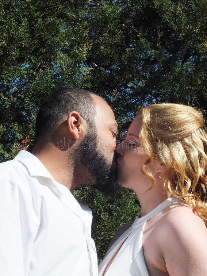 El beso que selló el trato fotografía de archivo
