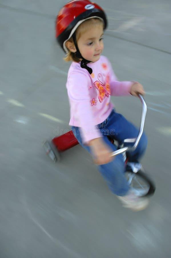 El Biking de la niña imagenes de archivo