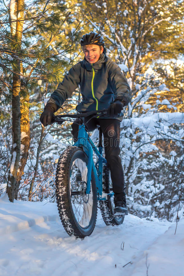 El biking del invierno imágenes de archivo libres de regalías