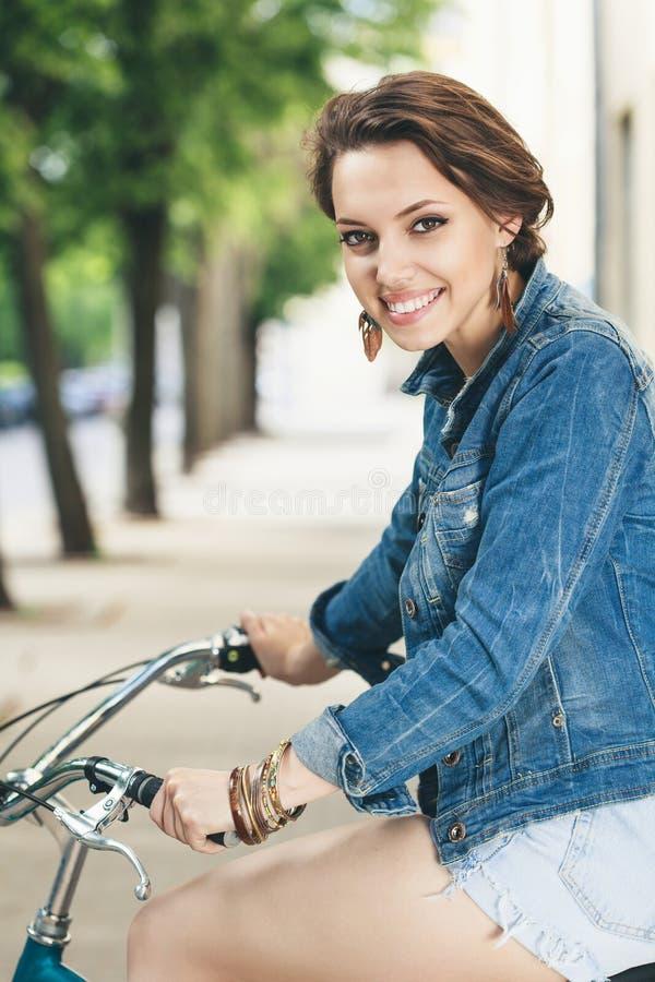 El biking urbano imagenes de archivo