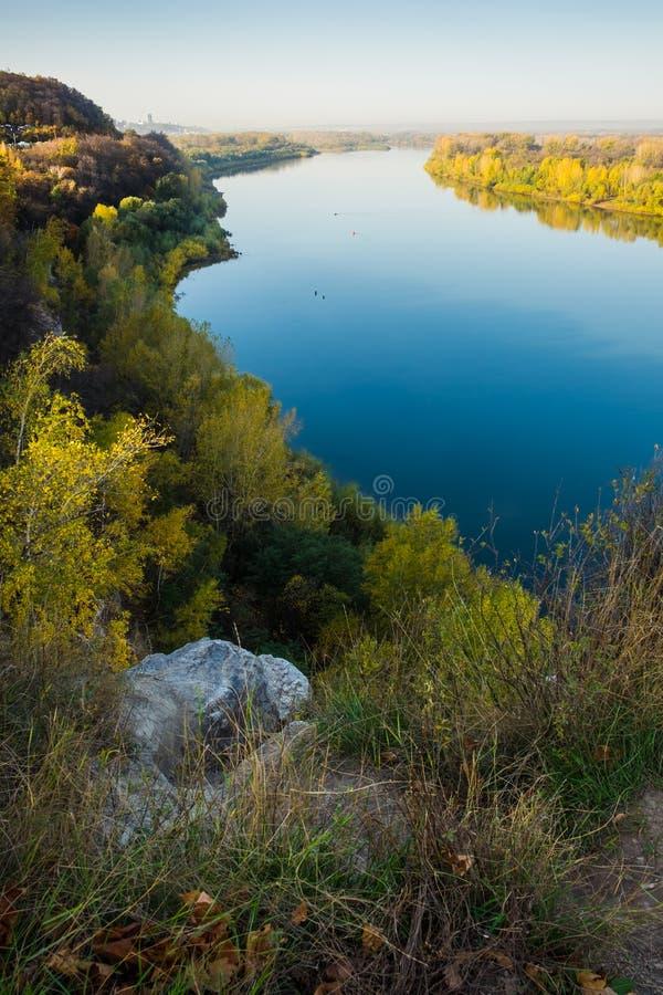 El blanco del río en Ufa imagenes de archivo