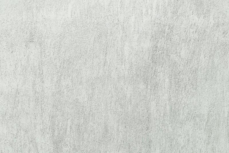 El blanco lavó el fondo abstracto texturizado pared pintado con los movimientos del cepillo en sombras grises y negras imágenes de archivo libres de regalías