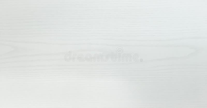 El blanco ligero lavó la superficie de madera suave de la textura como fondo El Grunge blanqueó la opinión superior barnizada de  fotos de archivo