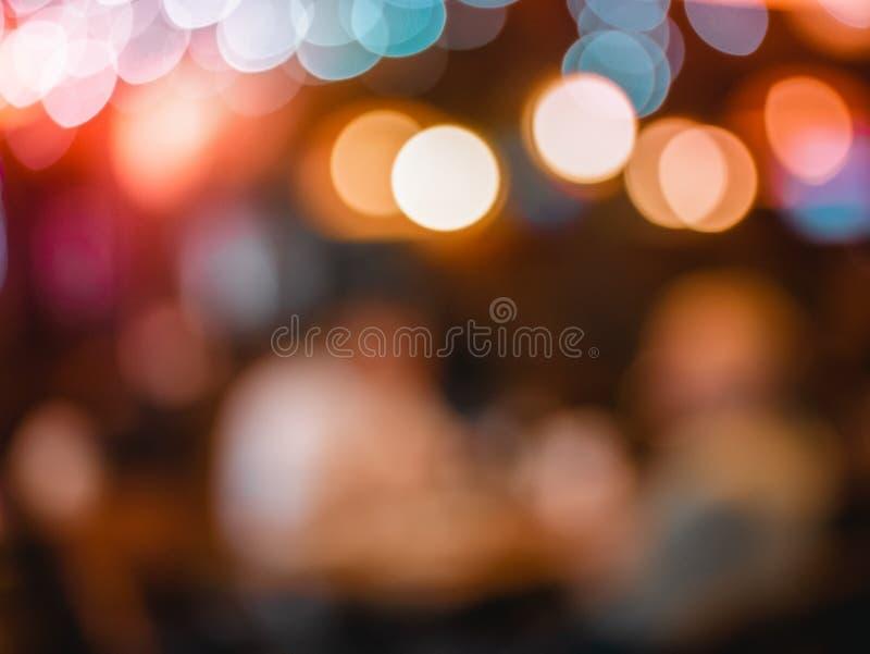 El bokeh abstracto empañó la luz colorida de la noche puede utilizar el fondo fotos de archivo libres de regalías