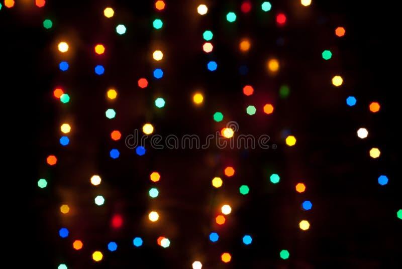 El bokeh multicolor de las luces de la Navidad es fotografía de archivo