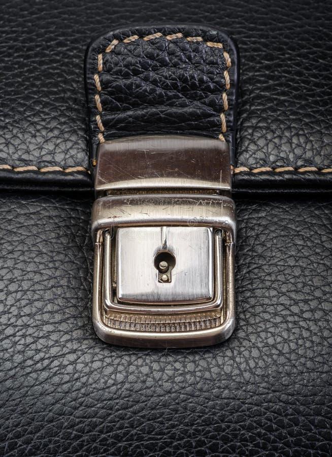 El bolso de cuero marrón - la hebilla - detalle imagen de archivo libre de regalías