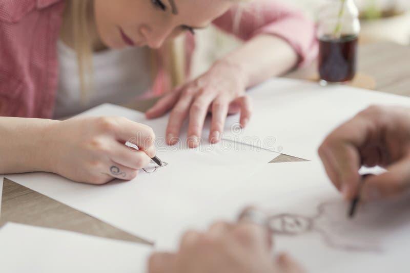 El bosquejar y dibujo foto de archivo libre de regalías