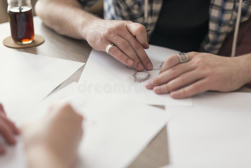 El bosquejar y dibujo imagen de archivo libre de regalías