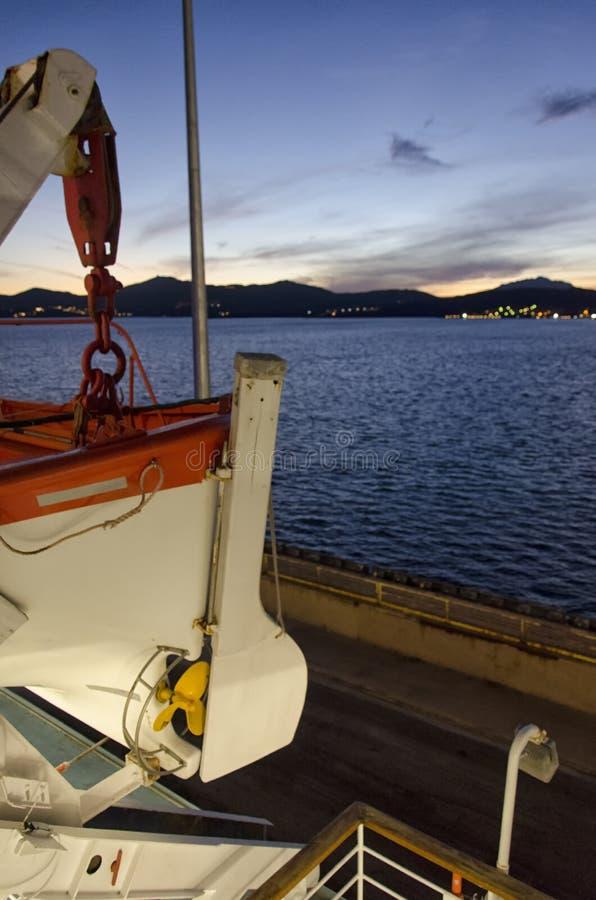 El bote salvavidas del rescate de un transbordador fotos de archivo libres de regalías