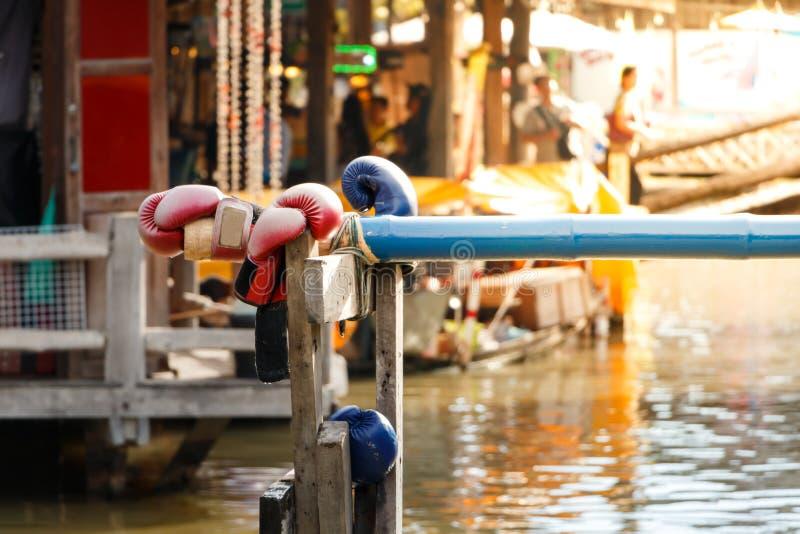 El boxeo o el nombre tailandés del agua es Muay Talay, imagen de archivo libre de regalías