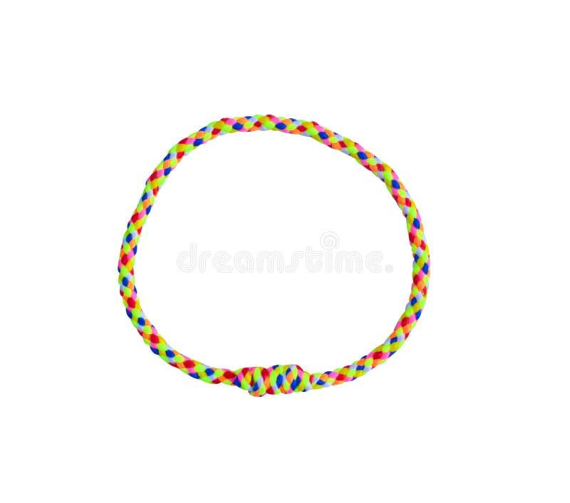 El brazalete multicolor de la visión superior trenzó los modelos del punto aislados en el fondo blanco con la trayectoria de reco imagen de archivo libre de regalías
