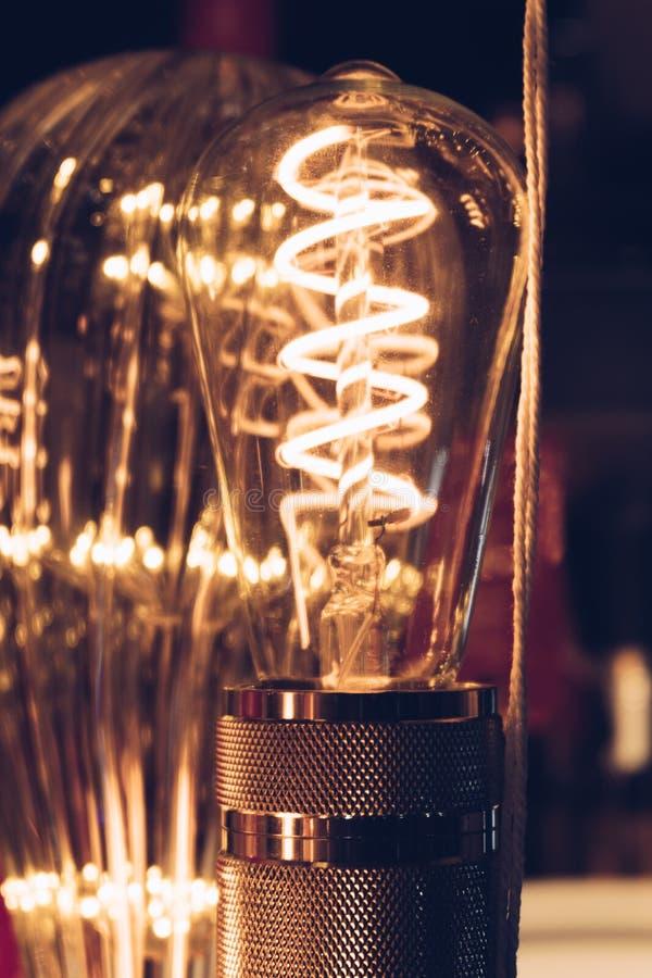 El brillar intensamente de lujo retro hermoso de la decoración de la bombilla foto de archivo libre de regalías