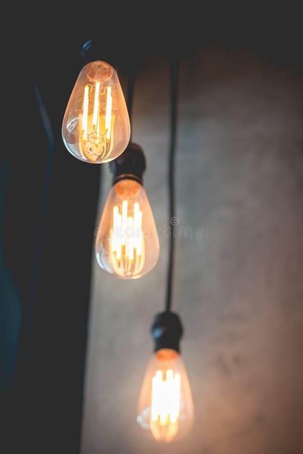 El brillar intensamente ligero clásico retro hermoso de la decoración de la lámpara foto de archivo libre de regalías