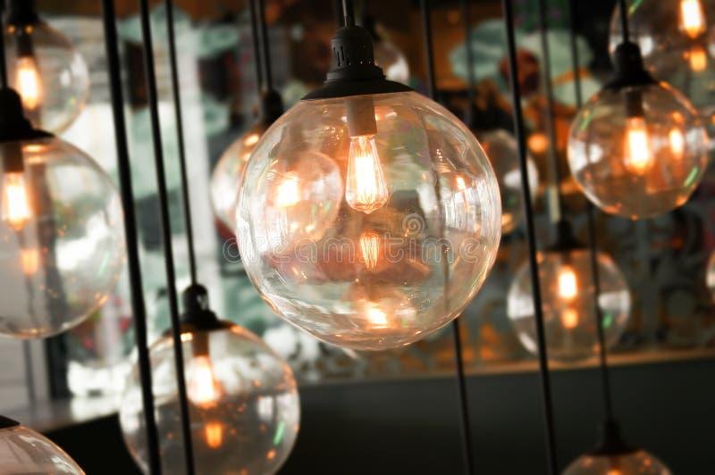 El brillar intensamente ligero de lujo retro hermoso de la decoración de la lámpara fotos de archivo