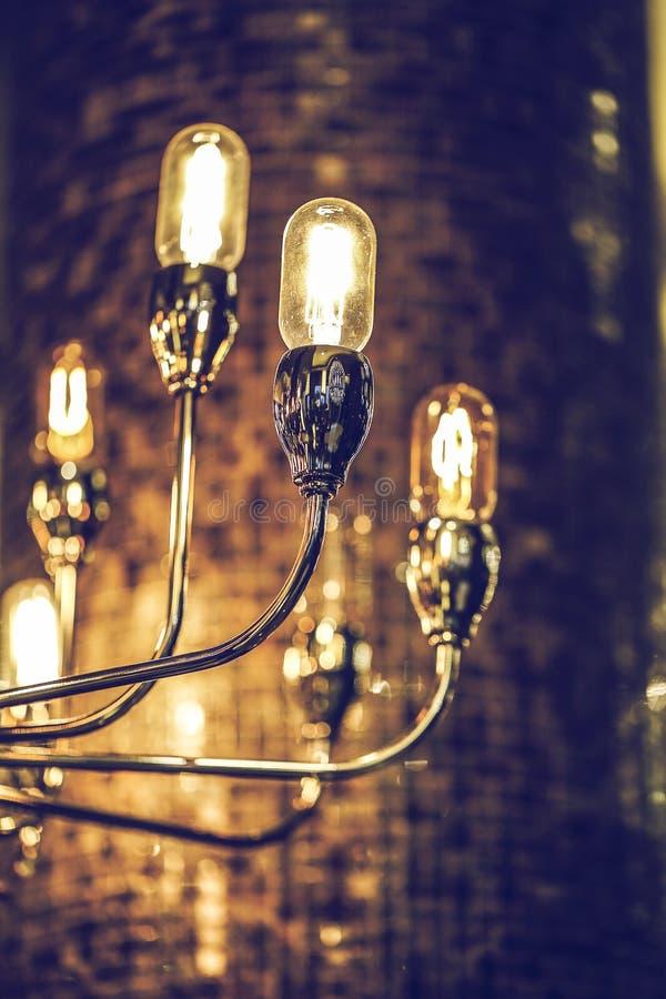 El brillar intensamente ligero de lujo retro hermoso de la decoración de la lámpara fotos de archivo libres de regalías