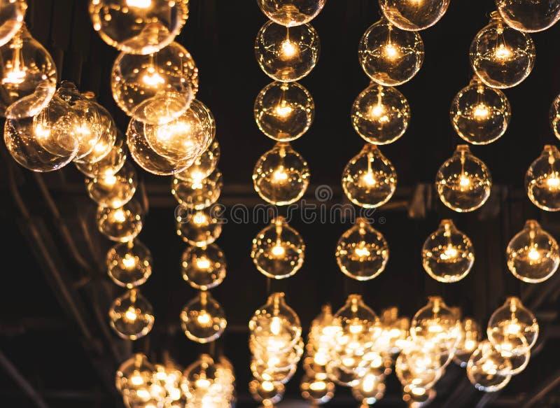 El brillar intensamente retro hermoso de la decoración de la bombilla imagen de archivo