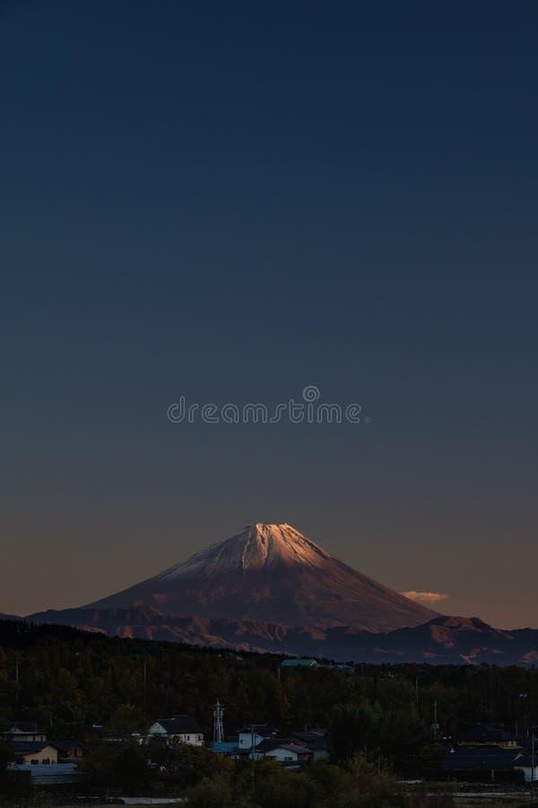 El brillo del sol en la montaña Fuji en el otoño, Yamanashi, Jap foto de archivo
