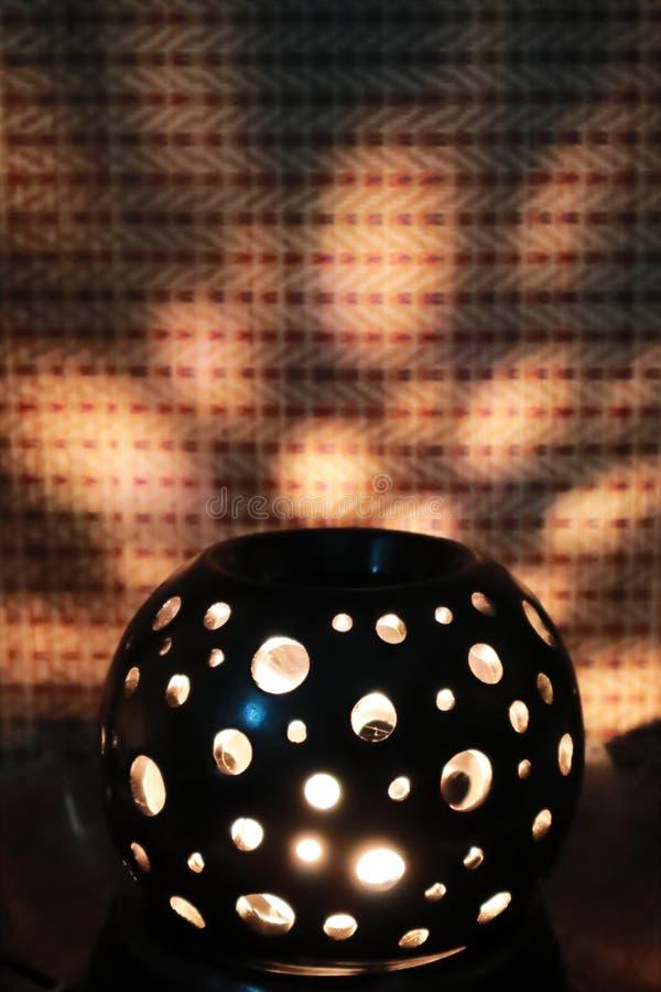 El brillo en la oscuridad le gustan los fuegos artificiales imagenes de archivo