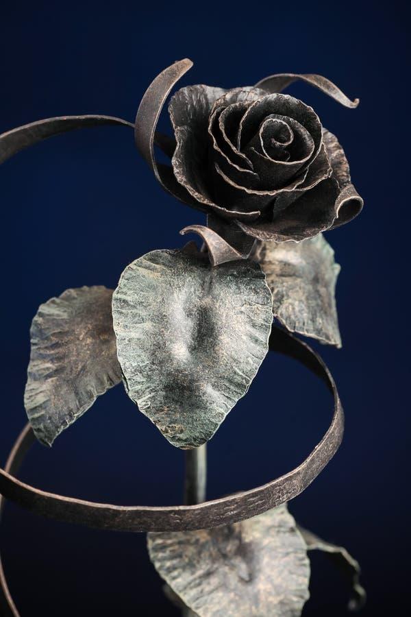 El broze subió con una cinta hecha del metal imagen de archivo libre de regalías