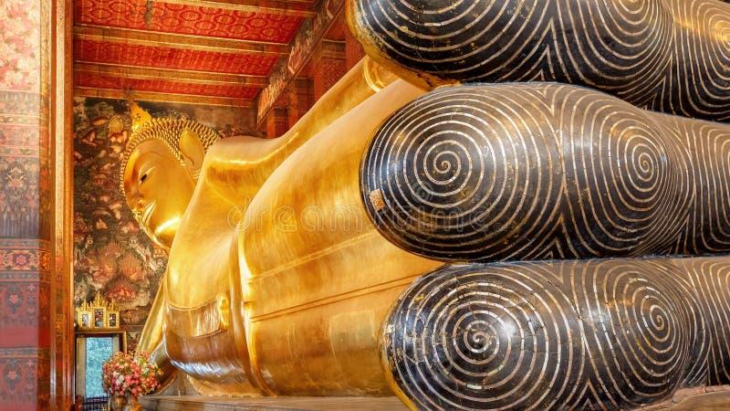 El Buda de descanso en Wat Pho (templo de Pho) en Bangkok foto de archivo libre de regalías