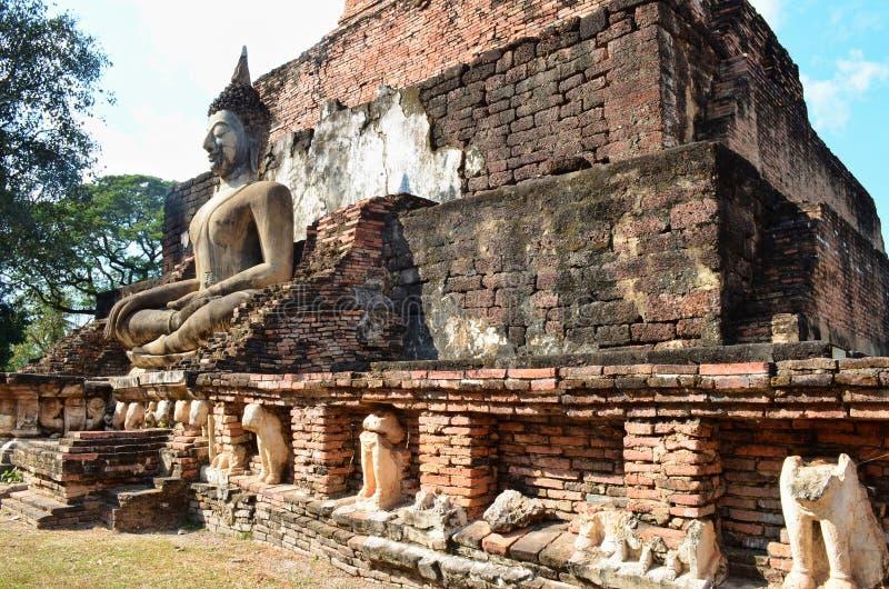 El Buda en templo antiguo fotos de archivo libres de regalías