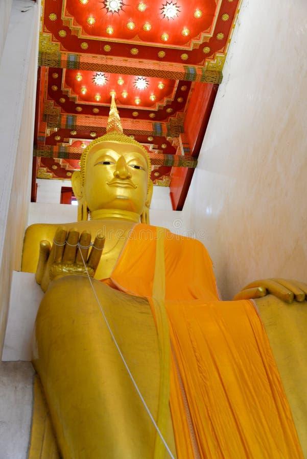 El Buda grande en Suphanburi, Tailandia fotos de archivo