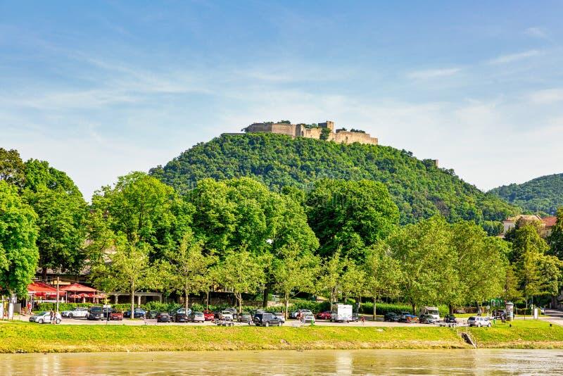 El Burgruine Hainburg del Danubio fotografía de archivo libre de regalías