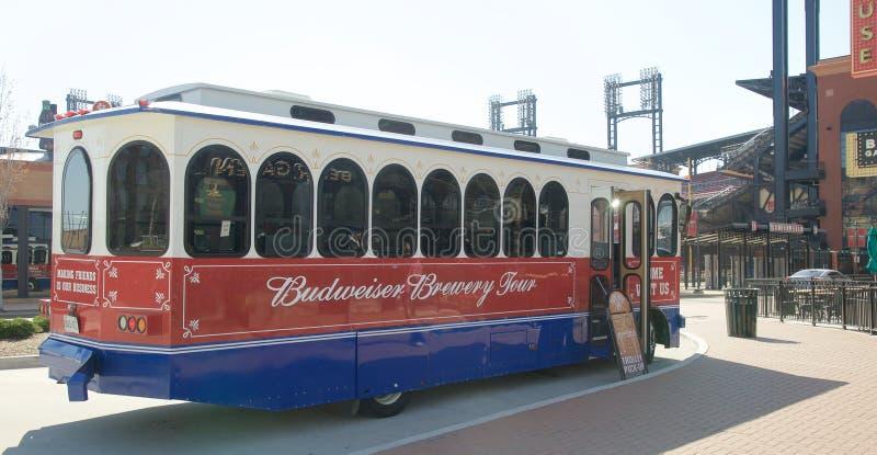 El bus turístico de la cervecería de Budweiser, St. Louis céntrico fotografía de archivo libre de regalías