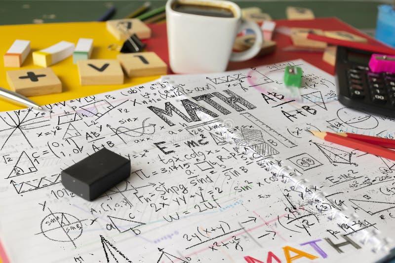 El cálculo de la álgebra de la matemáticas de las matemáticas numera concepto Suppli de la escuela imágenes de archivo libres de regalías