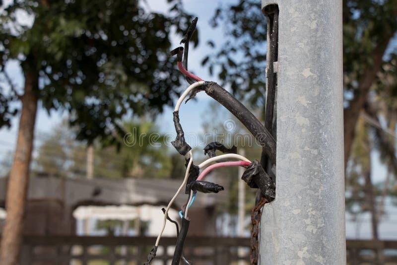 El cable conecta desorganizado foto de archivo