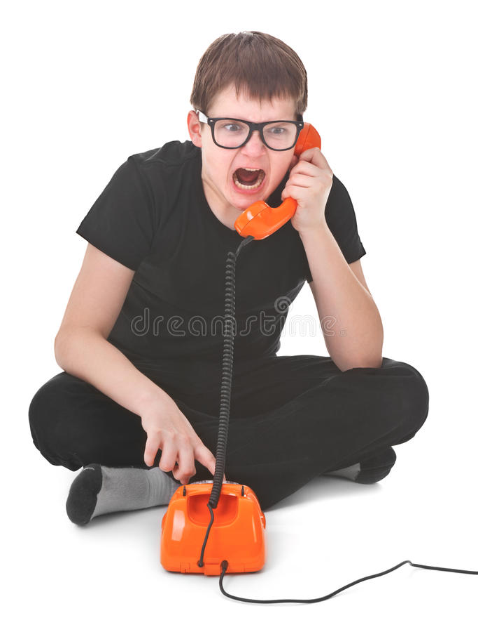 El cabrito enojado grita en el teléfono imágenes de archivo libres de regalías