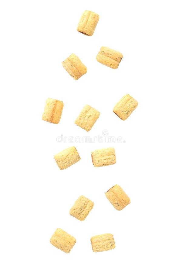 El caer de los cereales aislado en el fondo blanco, concepto de la comida foto de archivo libre de regalías