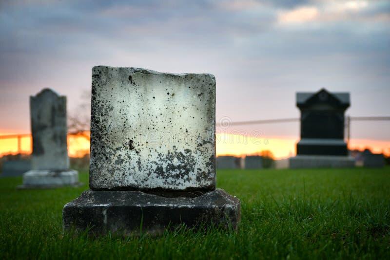 El caer de piedra grave triste de la tarde fotografía de archivo libre de regalías