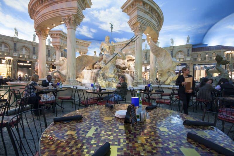 El café en foro hace compras en el hotel del Caesars Palace fotos de archivo libres de regalías