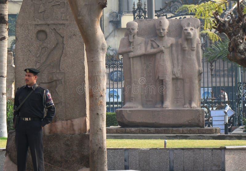 El Cairo Egipto 1 de enero de 2008: Cuadrado cerca del Museo Nacional de El Cairo imagen de archivo