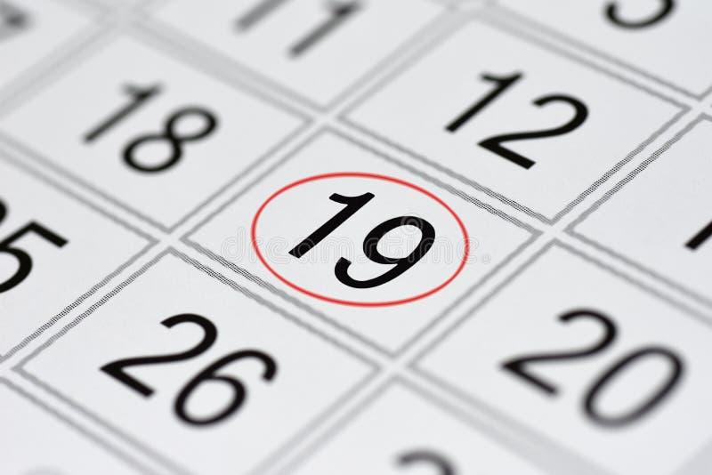 El calendario, día de la semana, fecha en el círculo rojo, nota, planificador, nota de la marca, ahorra la fecha, 19 imagen de archivo libre de regalías