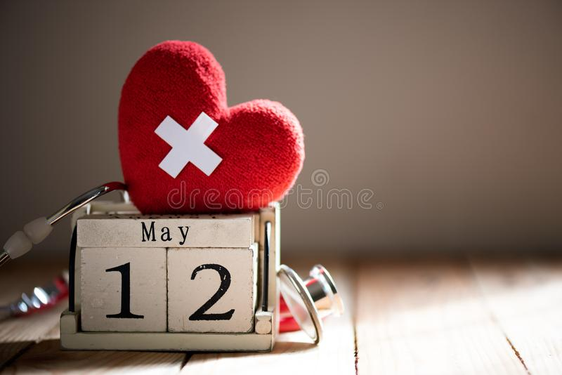 El calendario de bloque de madera para el International cuida día, el 12 de mayo fotos de archivo libres de regalías
