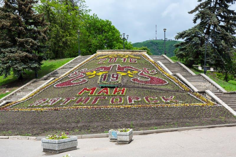 El calendario de la flor en el parque de la ciudad en Pyatigorsk foto de archivo