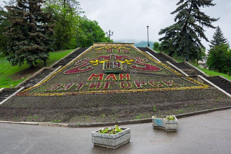 El calendario de la flor en el parque de la ciudad en Pyatigorsk imagenes de archivo
